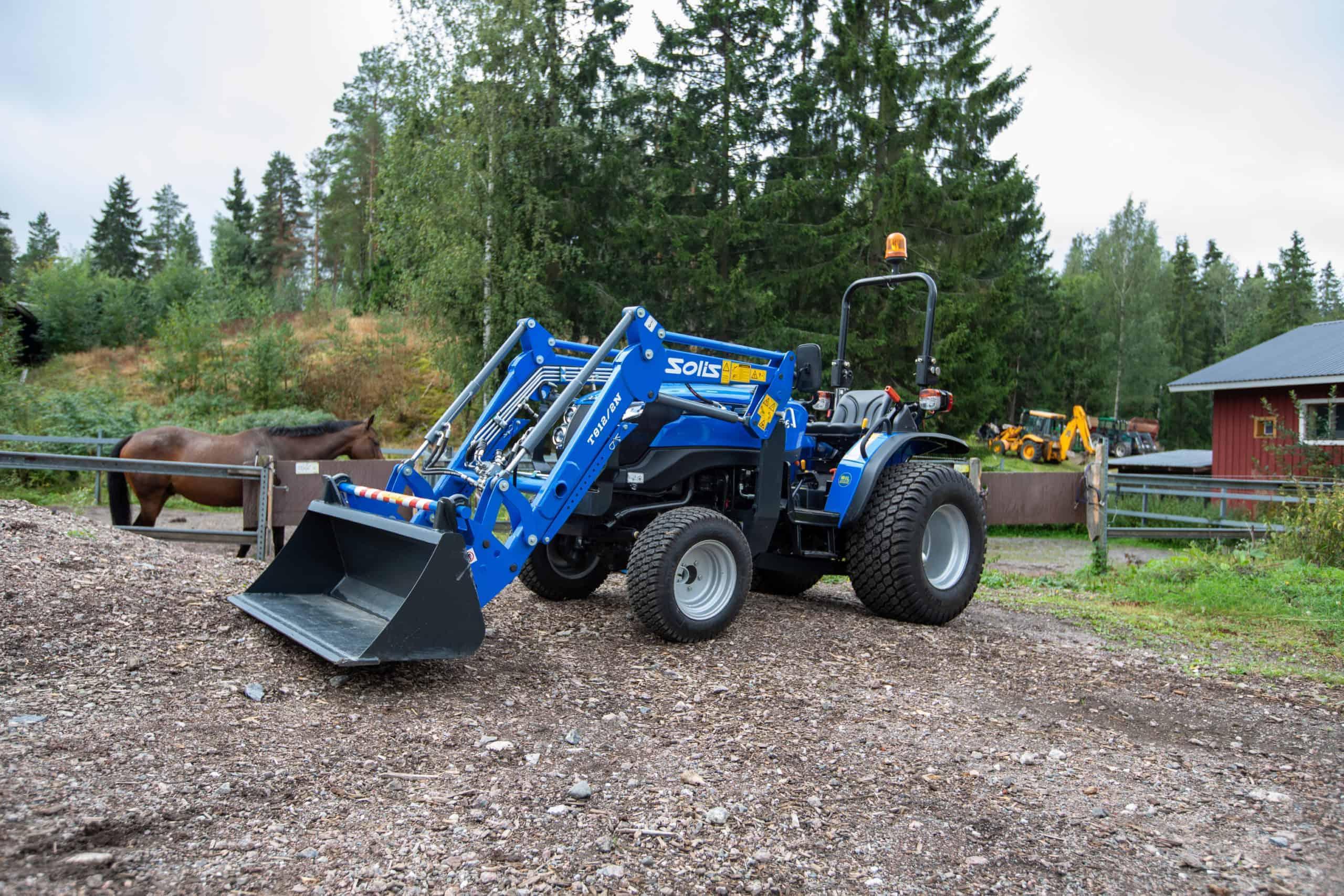 Pieni neliveto traktori